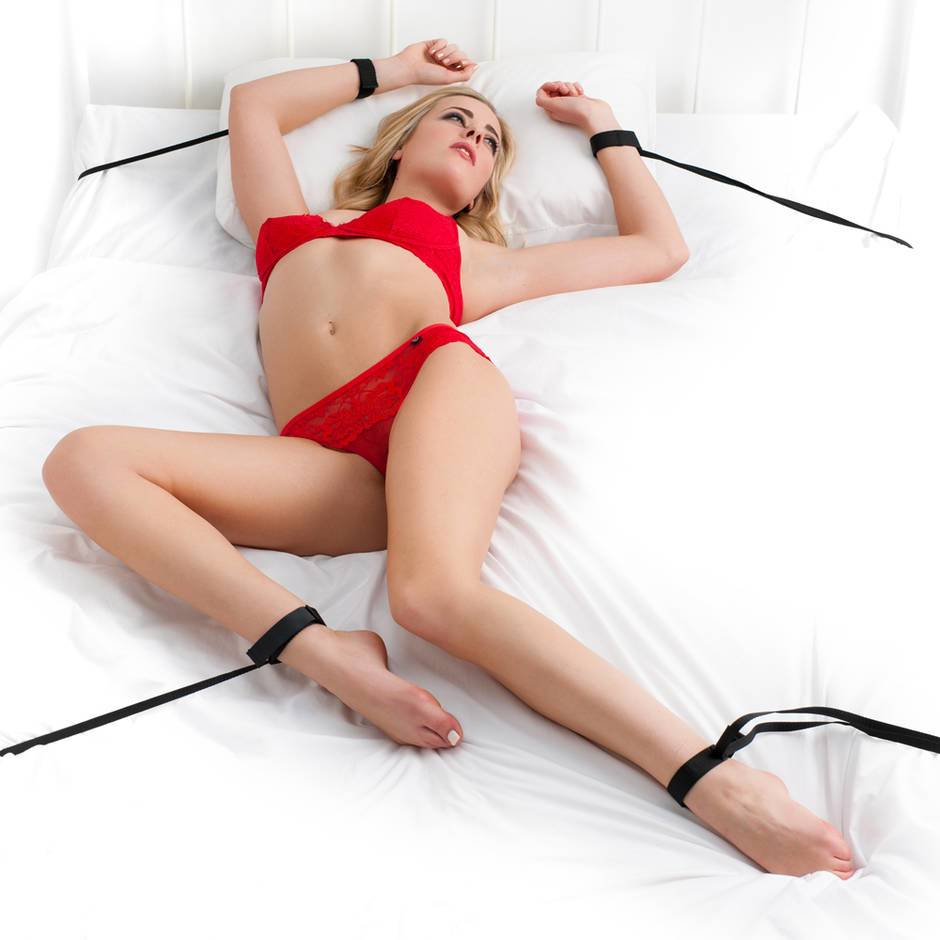 BASICS Bed Spreader Restraint