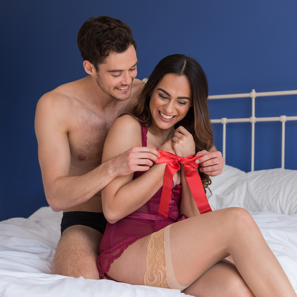 couple-soft-ties-bondage