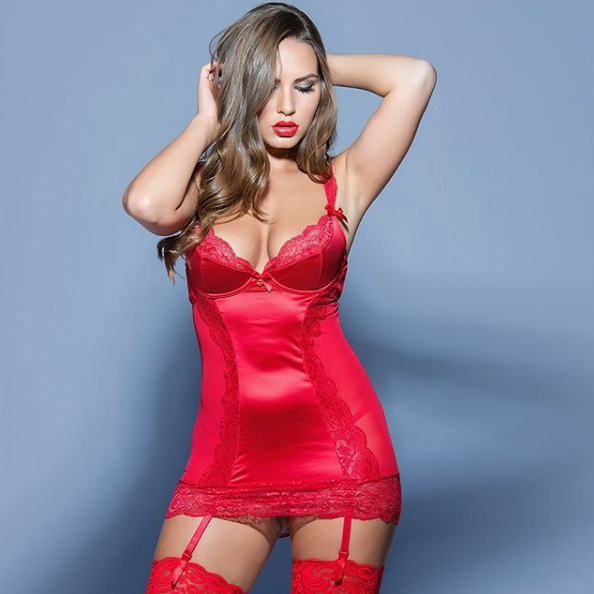 red-lingerie-striptease