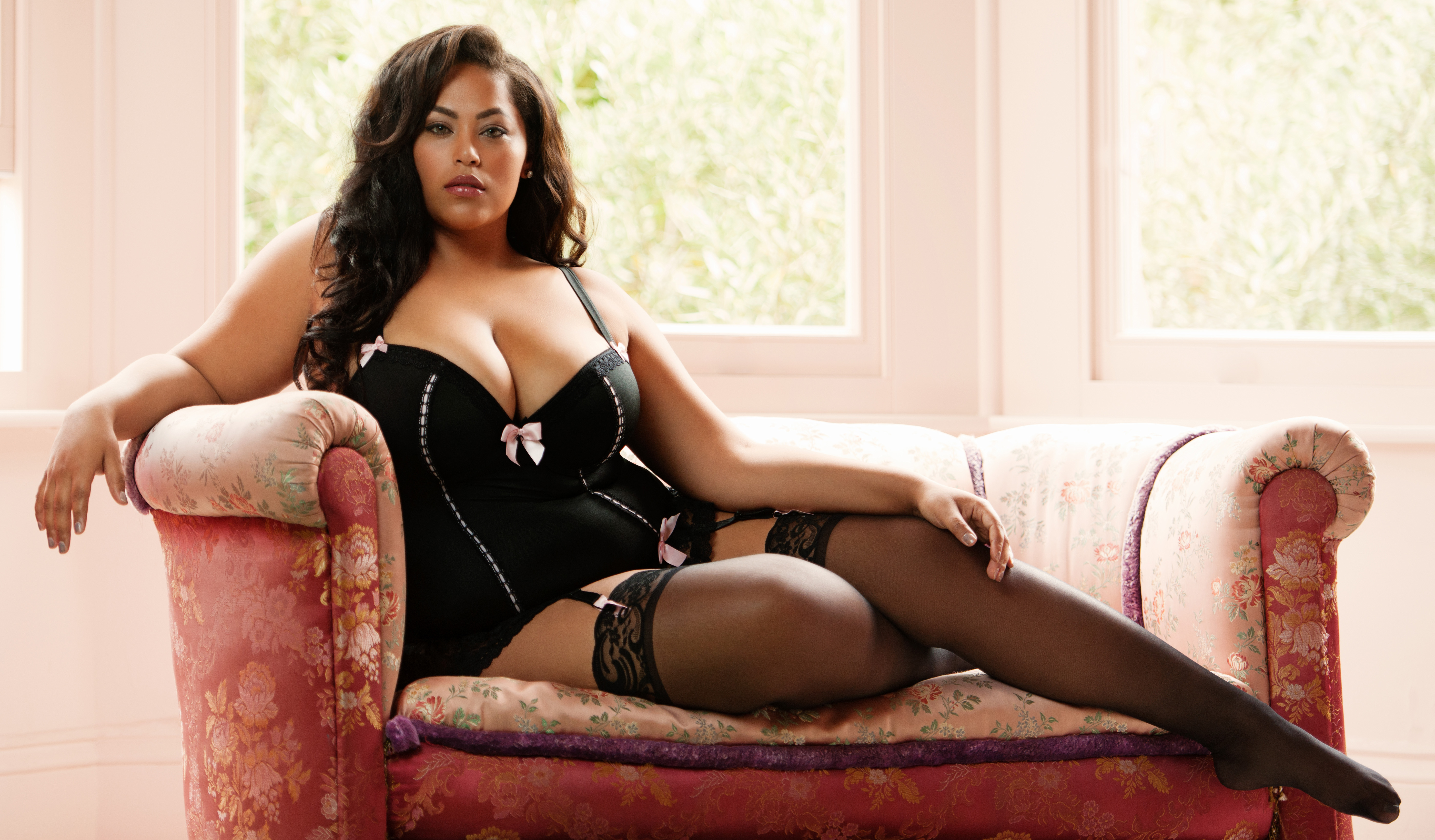 celebrate-body-curves-lingerie